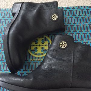 Tory Burch boots! 🥾